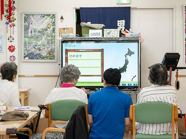 写真:TANOによるリハビリテーショントレーニング