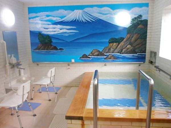 写真:デイサービスでの一日の流れ:入浴、レクリエーション