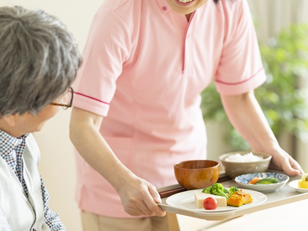 写真:デイサービスでの一日の流れ:口腔体験・お食事